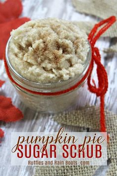 Pumpkin Spice Sugar Scrub - A Great Gift for Fall Make this pumpkin spice sugar scrub in just a few minutes and welcome the Fall season. This easy sugar scrub recipe also makes a great DIY gift! Sugar Scrub Homemade, Sugar Scrub Recipe, Bath Bomb Recipes, Diy Scrub, Homemade Beauty, Diy Beauty, Homemade Facials, Homemade Products, Beauty Stuff