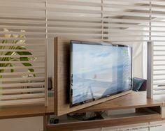 Uma TV para dois ambientes