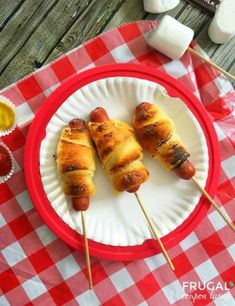 Creative idea for making dinner when camping with the family. Our kids love this recipe both in the great outdoors and in the backyard. More Foil Packet Meals for the Grill, Oven or Campfire on Frugal Coupon Living. Crescent Roll Dough, Crescent Rolls, Pillsbury Crescent Roll Recipes, Foil Packet Meals, Campfire Food, Campfire Recipes, Campfire Potatoes, Camping Meals, Camping Hacks
