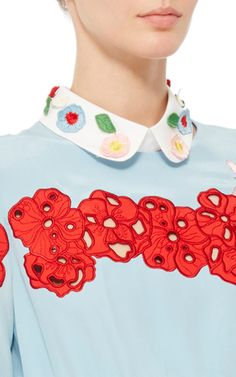 This rounded **Vivetta** collar features an all over embroidery design