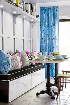 House of Turquoise: Turquoise Beds and Headboards love the builtins, the patterns are great and the table base is awesome Kitchen Banquette, Banquette Seating, Dining Nook, Kitchen Nook, Dining Chairs, Dining Bench, Dinning Set, Kitchen Seating, House Of Turquoise
