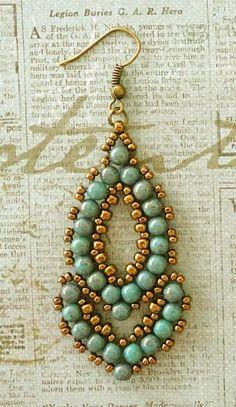 Esmeralda Earrings variant. Tute here .https://www.youtube.com/watch?v=T0HvnZANxeg #Seed #Bead #Tutorials