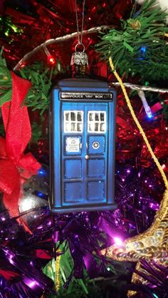 Tardis decoration. .. I want a tree full of these baby's