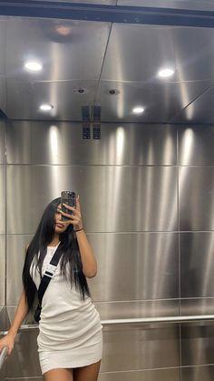 Bild Girls, Mirror Selfies, Aesthetic Women, Instagram Pose, Alaia, Cute Photos, Cute Casual Outfits, Fashion Forward, Hair Makeup