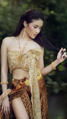 Beautiful Thai girl in Thai traditional costume. She smile and looking high. Traditional Thai Clothing, Traditional Fashion, Traditional Dresses, Beautiful Girl Image, Beautiful Hijab, Beautiful Asian Women, Thai Wedding Dress, Asian Model Girl, Thai Dress
