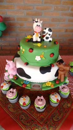 Pastel de la granja Farm Birthday Cakes, Cow Birthday, Cowgirl Birthday, Animal Birthday, 2nd Birthday Parties, Farm Animal Party, Barnyard Party, Farm Party, Old Macdonald Birthday