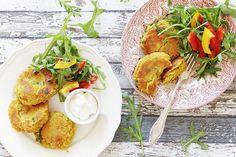 Čočkové placičky nejlépe chutnají v kombinaci se zeleninou