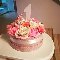 Boldog szülinapot #birthdaygift #formy1yearoldbaby #flowerbox #koszonjukjuditesandris #sejtettemhogyamienklesz