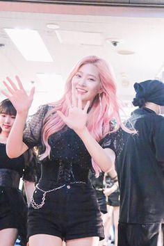 Her Smile, Leather Skirt, Goth, Concerts, Pretty, Skirts, Queens, Outfit Ideas, Kpop