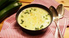 Zucchinisuppe mit Parmesan - Mit jedem Löffel ein wenig mehr Italien!