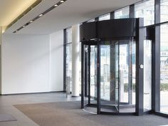New Wave, Eschborn (GER) Photographer: © Martina Chardin In the main entrance of the fully glazed ground floor, the KTV-ATRIUM by dormakaba makes the entrance invitingly open and bright. The revolving door, despite its light design, meets the high load and safety requirements in the high-traffic entrance area with its innovative and robust construction. #architecture #design #building #ArchitectureDesign #KTVAtrium #Smartandsecureaccesssolutions #TrustedAccess