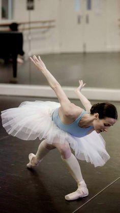 Amber Scott rehearsing Stephen Baynes Swan Lake-The Australian Ballet- Photo Lynette Wills- Source : yoiness