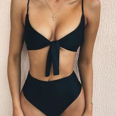 Black bikini and body goals - @Beejoloves