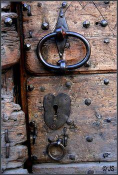 Porte ancienne en Rhones-Alpes