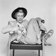 David Bowie British singer, actor and musician David Bowie, (Photo by Terry O'Neill/Iconic Images/Getty Images) Jean Michel Basquiat, Marcel Duchamp, David Bowie Fashion, Yoshikage Kira, Terry O Neill, Station To Station, Rock Poster, Goblin King, Major Tom