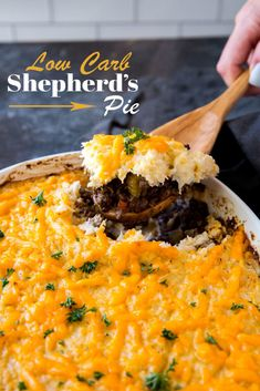 This Keto Shepherds Pie takes a classic delicious dish and puts a low carb spin on it to satisfy your comfort food needs! This Keto Shepherds Pie takes a classic delicious dish and puts a low carb spin on it to satisfy your comfort food needs! Easy Pie Recipes, Quiche Recipes, Low Carb Recipes, Crockpot Recipes, Vegetarian Recipes, Dinner Recipes, Meat Recipes, Dinner Ideas, Shepherds Pie Rezept