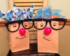 Funny Face Gift Bags - All you need is a black marker to draw the eyes & mouth, an over-sized plastic glasses, and, a plastic ball for the nose (both can be bought from the dollar store). Colored tissue stuffed into the bag doubles as hair! Creative Gift Wrapping, Creative Gifts, Wrapping Ideas, Christmas Gift Wrapping, Christmas Gifts, Homemade Gifts, Diy Gifts, Cute Gifts, Best Gifts