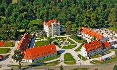 Schloss Schildau (Wojanow) im Hirschberger Tal, Schlesien.