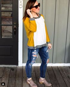 Spring colorblock sweater. #colorblocking #spring2018 #fashion #trendy #springstyle