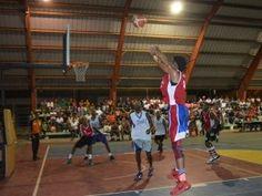 Km 11 derrota al Km 12; clasifica invicto a serie semifinal del Torneo de baloncesto navideño