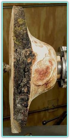Burls and how to turn them into bowls with beautiful grain figuring and natural bark edges, details with images Cool Wood Projects, Lathe Projects, Wood Turning Projects, Woodworking Projects, Woodworking Lathe, Woodworking Skills, Woodturning Tools, Lathe Tools, Bowl Turning