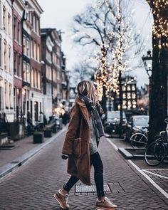 """49.1 k mentions J'aime, 496 commentaires - Jacqueline Mikuta (@mikutas) sur Instagram : """"Lights 💥 Hello Amsterdam 🖤 #mikutatravels"""""""