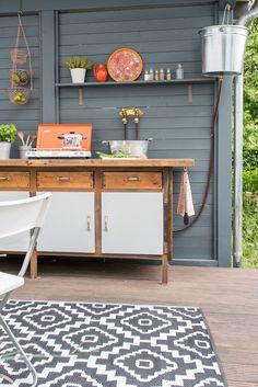 diy outdoork che aus paletten bauen alte paletten wozu und unter freiem himmel. Black Bedroom Furniture Sets. Home Design Ideas