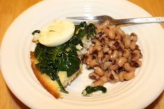 Yummy Memorial Day #AntiqueEats recipe: Poke Sallet over cornbread with a side of purple hull peas.