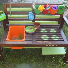 How I built a mud kitchen from a garden bench - Garten: Ideen, DIY, Must Haves und Inspirationen - Outdoor Kitchen Garden Types, Diy Garden, Mud Kitchen, Backyard Playground, Outdoor Play, Diy For Kids, Kids Playing, Outdoor Gardens, Diy And Crafts