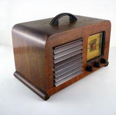Your place to buy and sell all things handmade Vintage Wood, Vintage Antiques, Retro Vintage, Cinnamon Bears, Radio Antigua, Retro Radios, Old Time Radio, Diy Speakers, Transistor Radio