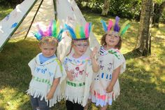 Fabriquer déguisement d'indiens Cowboys Vs Indians, Activities For Kids, Crafts For Kids, Wild West Party, Indian Arts And Crafts, Red Indian, Indian Pictures, Kids Dress Up, Up Halloween