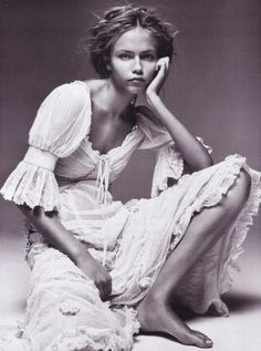 Innocence: Natasha Poly by Patrick Demarchelier for Vogue Paris 2005 fab couture mexican gypsy folk style peasant dress Natasha Poly, Patrick Demarchelier, Fashion Foto, Boho Fashion, Fashion Beauty, Vintage Fashion, Vintage Beauty, High Fashion, Fashion Blogs