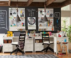 Great home office/study area design and decor.