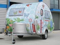 a T@B micro caravan. so cute.. love that paint job!