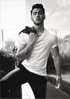 Nick Jonas grew up to be one hell of a good looking man. Good lord!