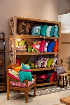 ייצור רהיטים בהזמנה אישית מעץ מלא ומעץ ממחוזר. גלריית וסטו | צילום: בועז לביא