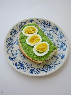 Pesto z jarnych cibuliek / Spring onion pesto Avocado Toast, Pesto, Breakfast, Onions, Food, Spring, Breakfast Cafe, Onion, Essen
