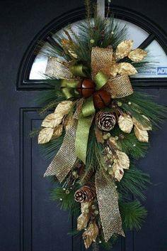 Christmas Front Doors, Christmas Door Decorations, Christmas Swags, Christmas Arrangements, Christmas Flowers, Noel Christmas, Holiday Wreaths, Rustic Christmas, Winter Christmas