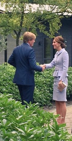 Duchess Kate in Catherine Walker meets His Majesty Willem-Alexander King of The Netherlands pics Duchess Kate, Duke And Duchess, Duchess Of Cambridge, Princess Kate, Princess Charlotte, Pippas Wedding, Catherine Walker, Kate Middleton Prince William, Royal Life