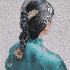 英香:hidekaさんはInstagramを利用しています:「ハンサムショート . いさぎよくばっさりカット オイルつけるだけでおわり なにもしなくても決まるのが楽でいい 定番だけど服にもあわせやすいしやっぱりかわいい . ご予約お待ちしております 予約はお気軽にLINEかDMまで 予約LINE→hihihideka 英香…」 Kawaii Hairstyles, Easy Hairstyles, Girl Hairstyles, Hair Arrange, Hair Setting, Good Hair Day, How To Make Hair, Hair Designs, Dyed Hair