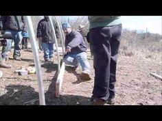 How to build a low cost hoophouse (Spanish version) / Como construir un invernadero barato - YouTube