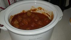 Crock Pot Spaghetti 1 jar of pasta sauce 1 cup water 15 frozen meatballs 8 oz of pasta noodles Crock Pot Food, Crockpot Dishes, Crock Pot Slow Cooker, Slow Cooker Recipes, Crockpot Recipes, Freezer Meals, Main Meals, Pasta Dishes, Have Time