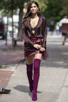 Sara Sampaio gave us major street style inspiration when she stepped out for New. Sara Sampaio ins Mode Outfits, Fashion Outfits, Womens Fashion, Gothic Fashion, Fashion 2017, Over The Knee Boot Outfit, Sara Sampaio, Red Boots, Leather Mini Skirts