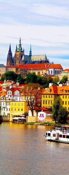 El Castillo de Praga, un antiguo símbolo de las tierras checas, es el monumento checo más importante y una de las instituciones culturales más importantes de la República Checa.     22 Razones por las cuales la República Checa deben estar en la cima de su lista de cubo