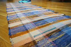 Woven mat with felted strips. Дорожка ткакная с валяными полосками