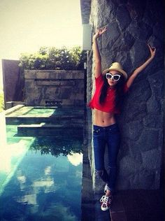 Dara shows off her abs in the Philippines | http://www.allkpop.com/article/2014/05/dara-shows-off-her-abs-in-the-philippines