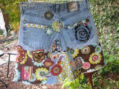 Se vende esta falda de jean, pero puedo hacer que una falda muy cool que se inspira en esta falda hippie. Haz tu propio encargo hippie boho trabajo del remiendo falda por cualquiera que me conseguir algún gran almacén de envío se encuentra en su tamaño o enviando me un par de pantalones vaqueros a upcycle en una falda o por enviarme una falda tuya. La falda de la mezclilla que haré para ti habrá ser hippie inspirado basado en las fotos pero no se exacto! Voy a trabajar con usted mediante el…