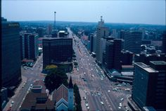 Looking East along Jameson Ave, Salisbury from Livingstone House Copyright Colin Weyer. Victoria Falls, All Nature, African Countries, Salisbury, Places Of Interest, Top Of The World, East Africa, Capital City, Beautiful Landscapes