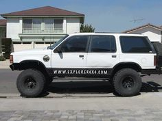 It can be photo chopping rigs doing. Ford Explorer, Ford Bronco, Broncos, Rigs, Offroad, Ranger, 4x4, Jeep, Pickup Trucks