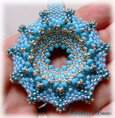 Beaded doughnut free tutorial.  Scroll down for separate Instructions for each language: French, Italian, English & Spanish